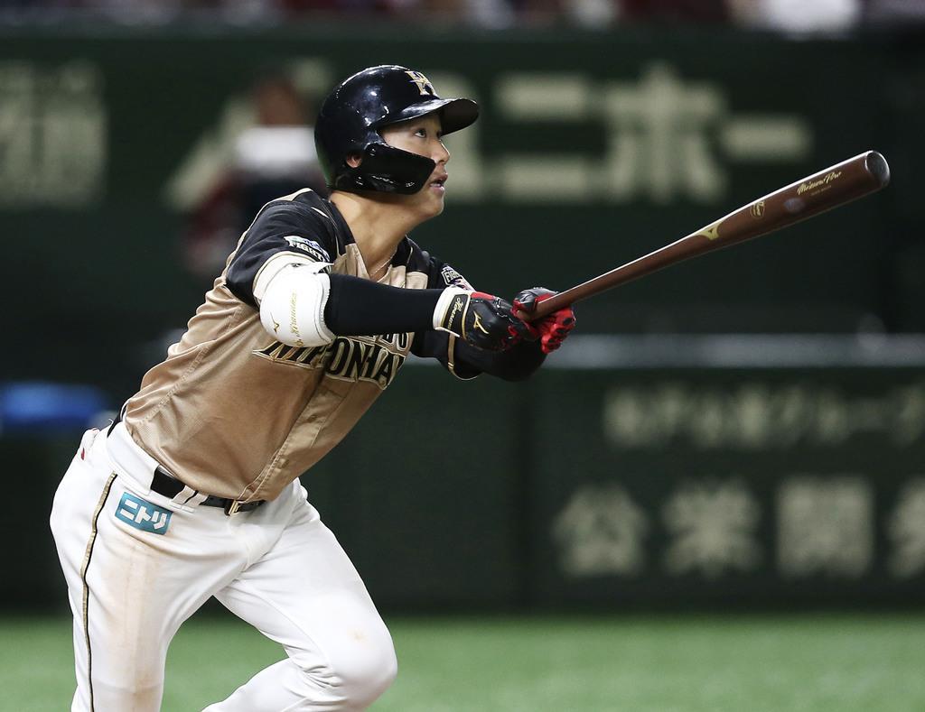 7回日本ハム1死三塁、平沼が右越えに先制二塁打を放つ=東京ドーム
