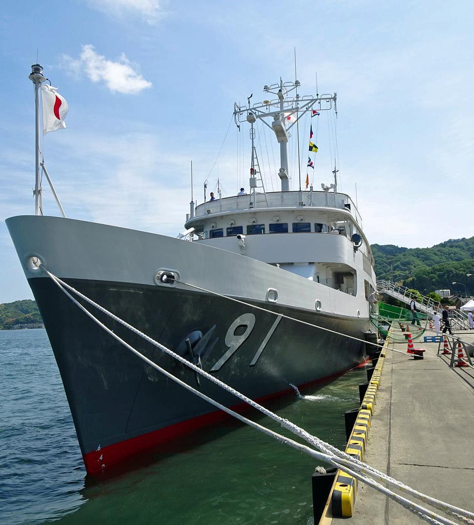 宮津港で一般公開された海上自衛隊の特務艇「はしだて」=宮津市鶴賀
