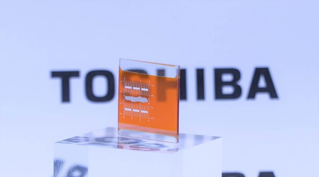 東芝が開発を進める透明化した亜酸化銅のセルを使ったタンデム型太陽電池