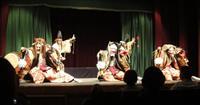 神楽、外国人観光客を魅了 字幕で対応 広島