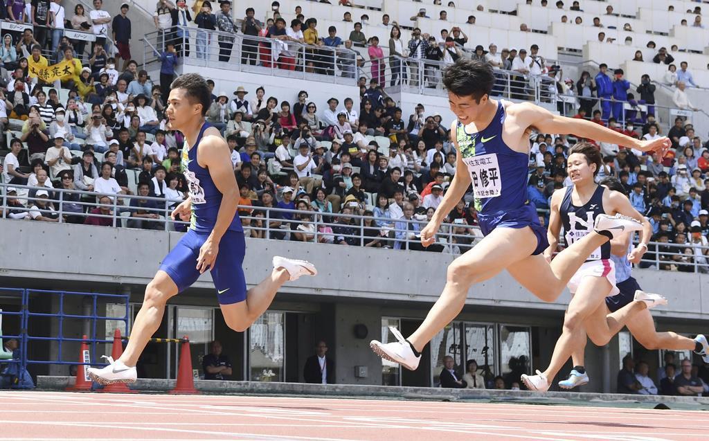 陸上の木南道孝記念、男子100メートル決勝で2位だった多田修平(右)=6日、ヤンマースタジアム長居