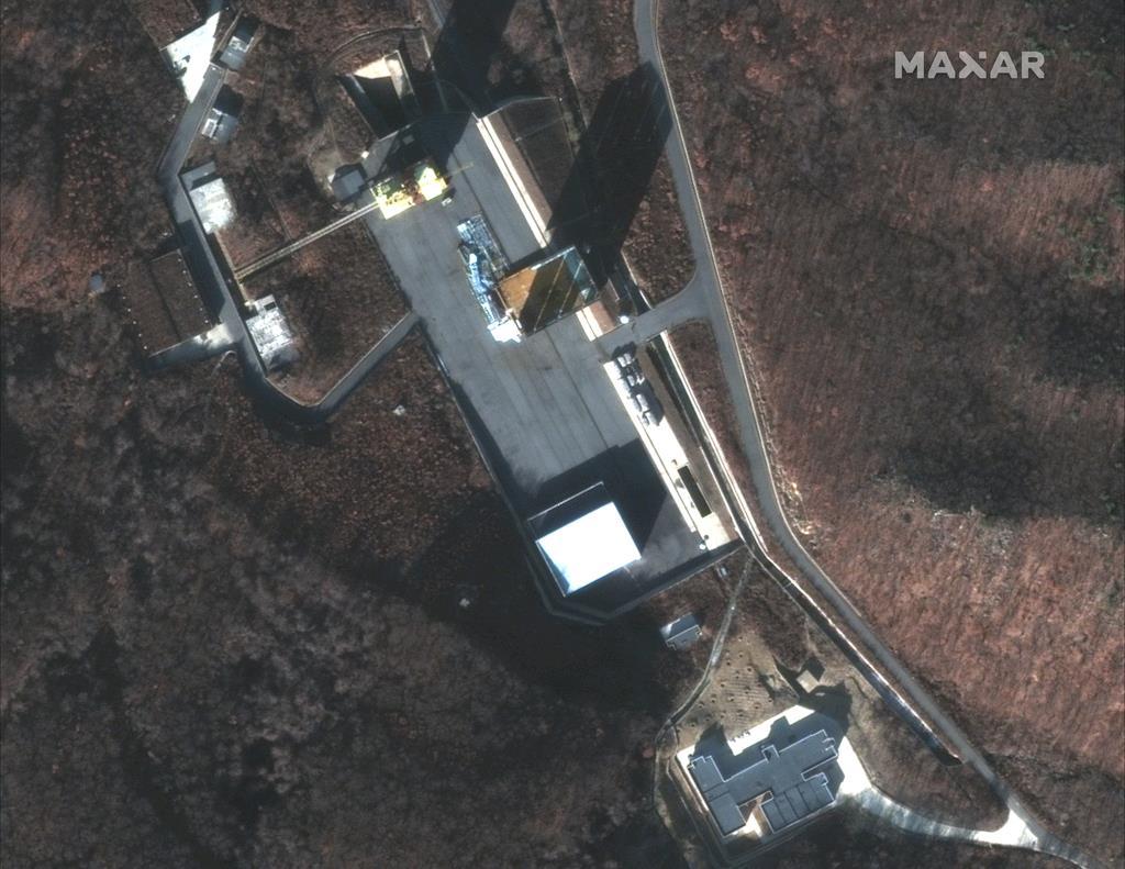 12月5日に撮影された北朝鮮・東倉里のミサイル発射場=5日、東倉里の西海発射場(デジタル・グローブ・AP)