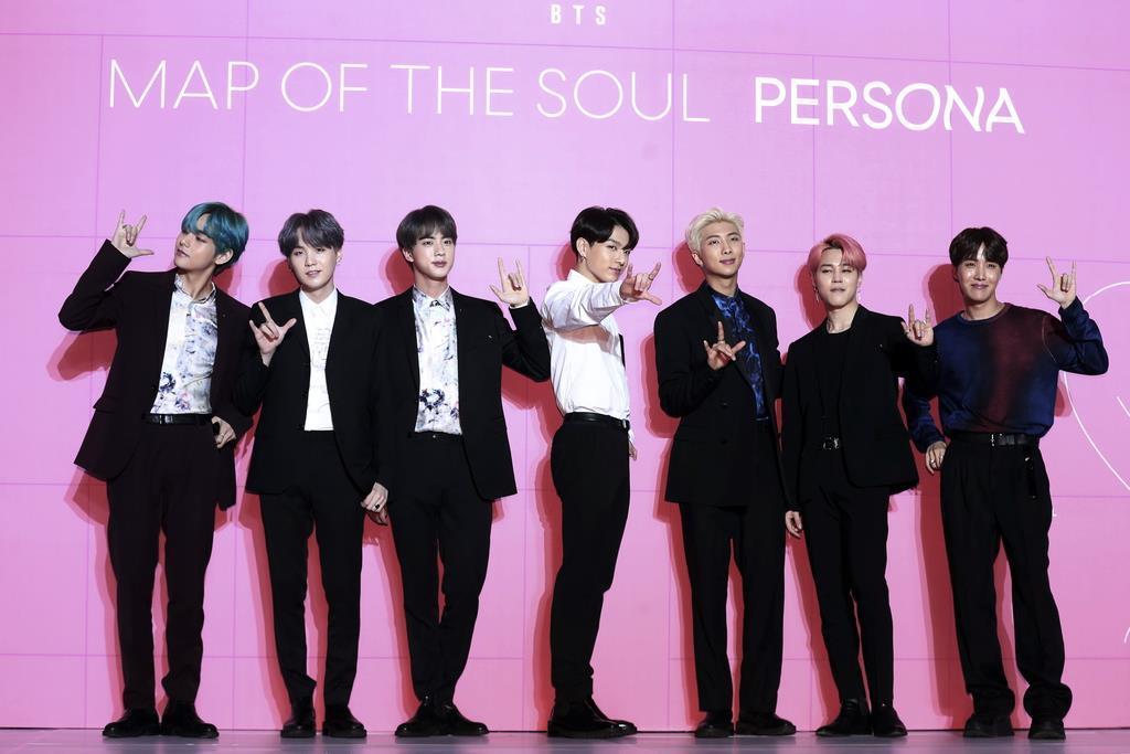 最新アルバム「MAP OF THE SOUL : PERSONA」の発売に伴い韓国のソウルで記者会見を開いたK-POPの人気男性グループ「BTS(防弾少年団)」=4月17日( Jo Soo-Jung / News Us via AP )