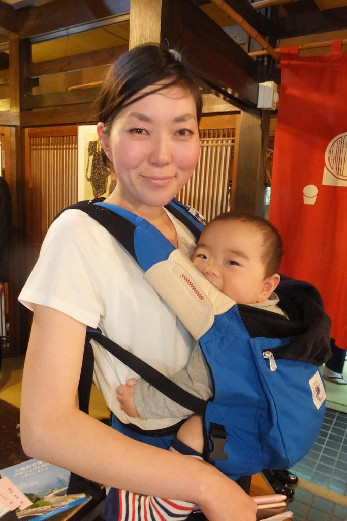震災直後からボランティアに参加。活動の間に2児の母親になった福地ひとみさん(重松明子撮影)
