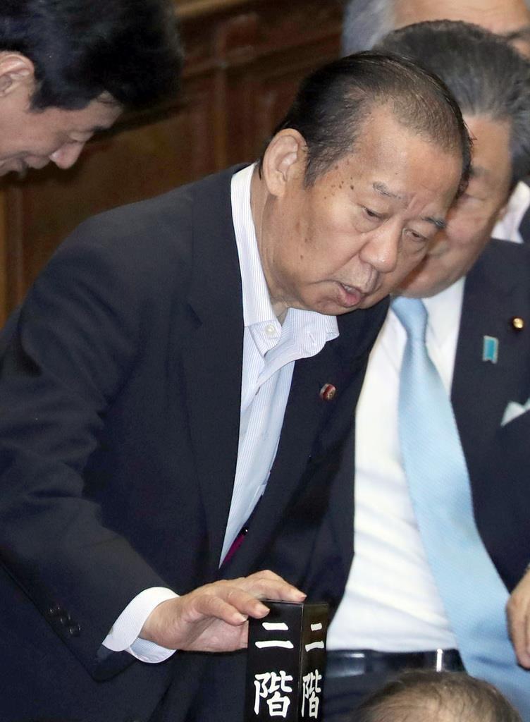 衆院本会議に臨む自民党・二階俊博幹事長=16日午後、国会(春名中撮影)
