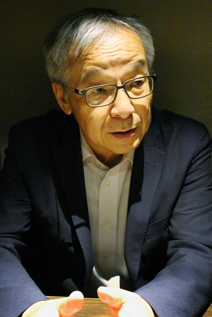 犯罪被害者をめぐる課題を解決するため、「自分にできることを続けていきたい」と話す土師守さん=15日、神戸市内