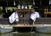 豪雨被害の復興願い川開き 日田市の水神祭でアユ放流