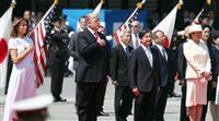 両陛下、トランプ米大統領夫妻出迎えられ歓迎行事