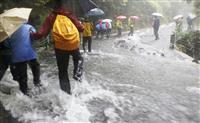 屋久島豪雨 登山客大量孤立…中止か出発か、分かれた判断 入山基準見直しも