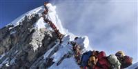 エベレスト山頂で大渋滞、警告の英登山家も死亡
