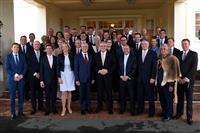 豪州で新内閣発足、主要閣僚は留任 過半数回復の見通し