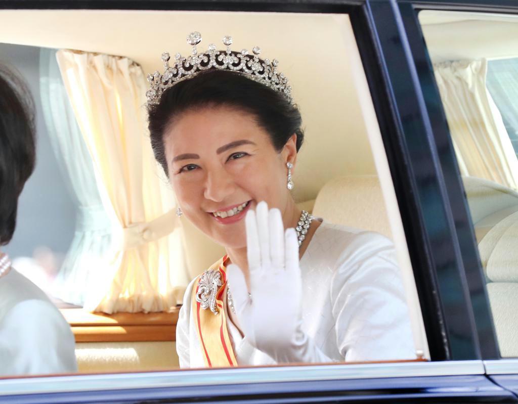 皇后さまが即位の儀式で身につけられたティアラ。歴代皇后に受け継がれてきた「皇后の第一ティアラ」とみられる=1日、皇居・半蔵門(飯田英男撮影)