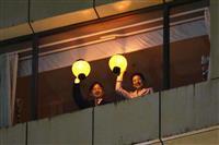「皇后さま元気そう」 歓声と拍手…両陛下を市民出迎え