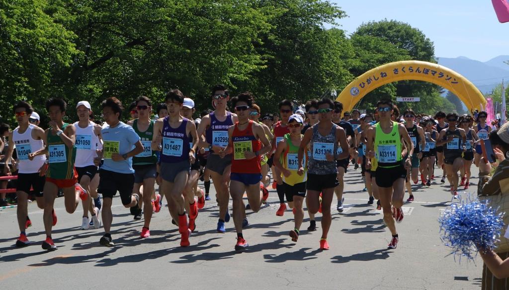 1万2000人超の参加者が日頃の健脚を競ったひがしねさくらんぼマラソン=2日、山形県東根市(柏崎幸三撮影)