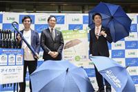 福岡の繁華街で雨傘1000本シェア 使い捨て防止にも一役