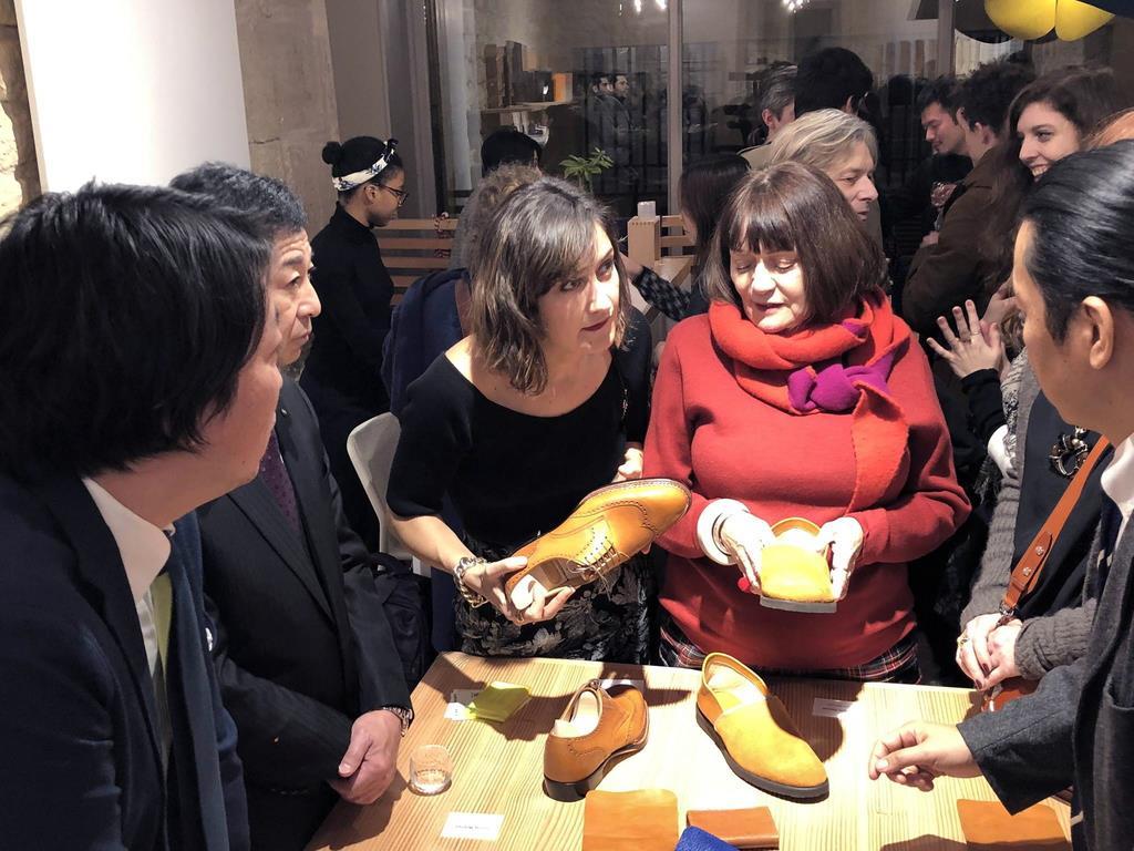 1月に仏パリで開かれた「神戸レザー」の発表会(神戸市提供)