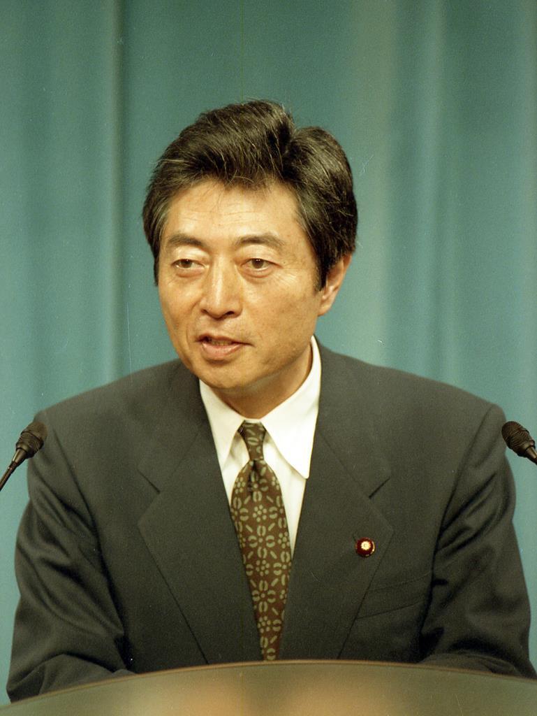 第79代内閣総理大臣として会見する細川護熙さん=1994年3月