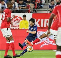 【サッカー日本代表】速報4 中島中心に攻め込むもネットを揺らせず 前半を0-0で折り返…