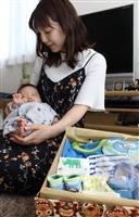 ベビー服で子育て応援 有田市、生後2カ月宅に出産祝い