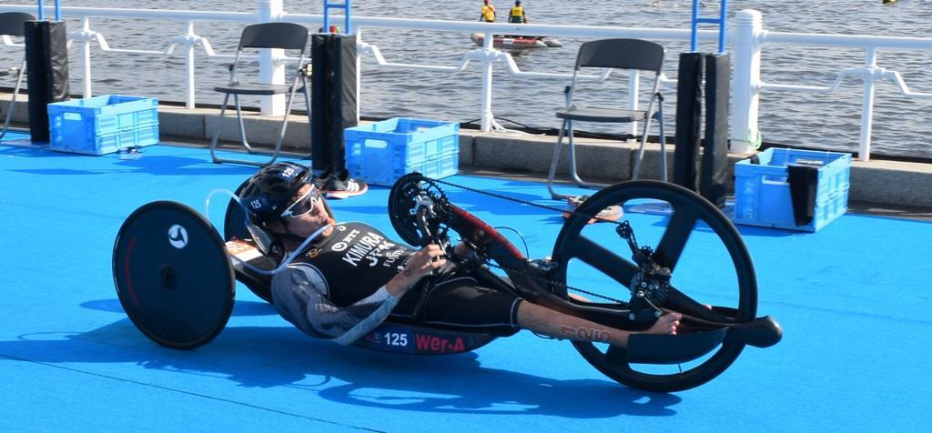 ハンドサイクルをこぐPTWCの木村潤平選手