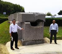 高松塚古墳石室を再現実物大レプリカ設置