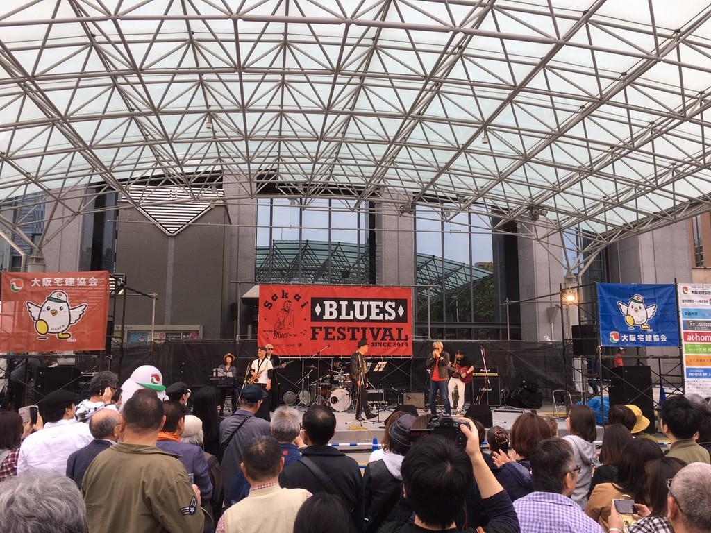 市民交流広場「Mina堺」で開かれた堺ブルースフェスティバル=4月29日、堺市堺区