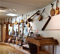 【新大人の遠足】「銘器」に触れる愛好家の聖地 茨城・石岡「ギター文化館」