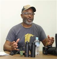 コウノトリ、世界に発信 英団体副代表が豊岡の野生復帰を取材