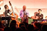 ジャズ×大谷石、観客を魅了 「世界のナベサダ」4年ぶり宇都宮でライブ