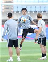 サッカー日本代表は3バック継続 先発入れ替えも