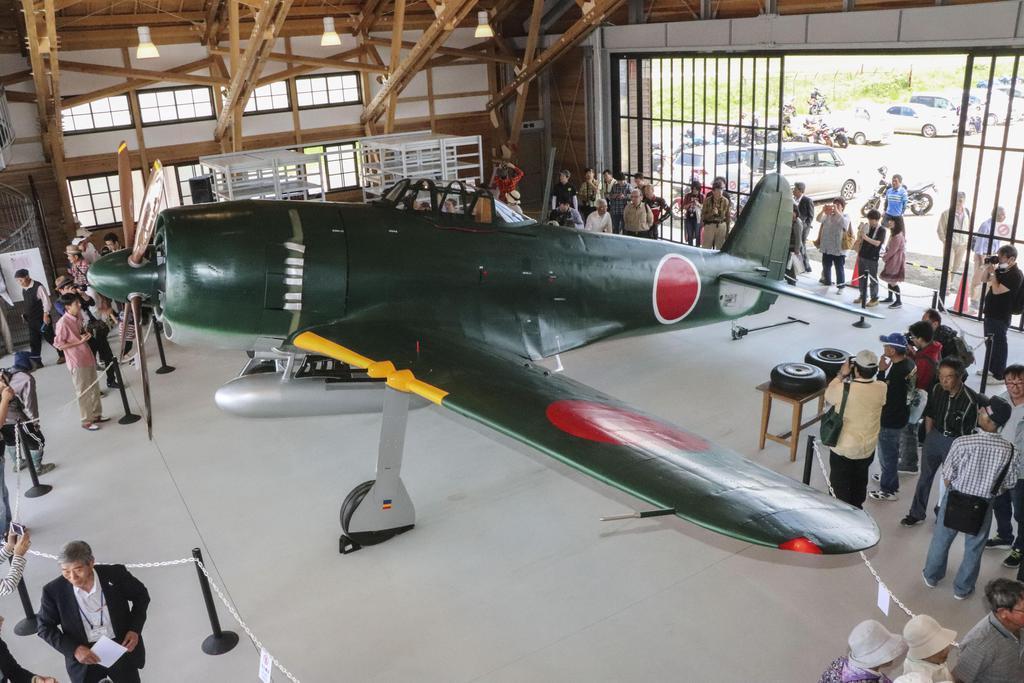 戦闘機「紫電改」の実物大模型=9日、兵庫県加西市