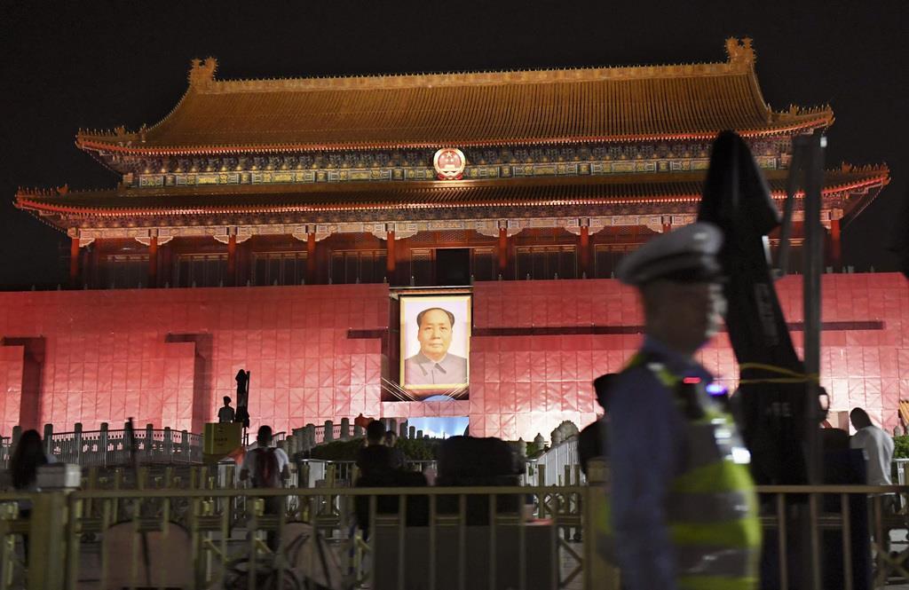天安門事件から30年を迎え、未明から厳戒態勢が敷かれる天安門前=4日、北京(共同)