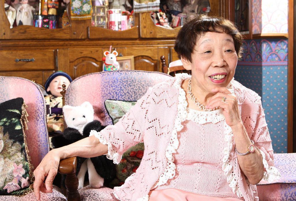 インタビューに答える作家の田辺聖子さん=平成20年4月14日、兵庫県伊丹市