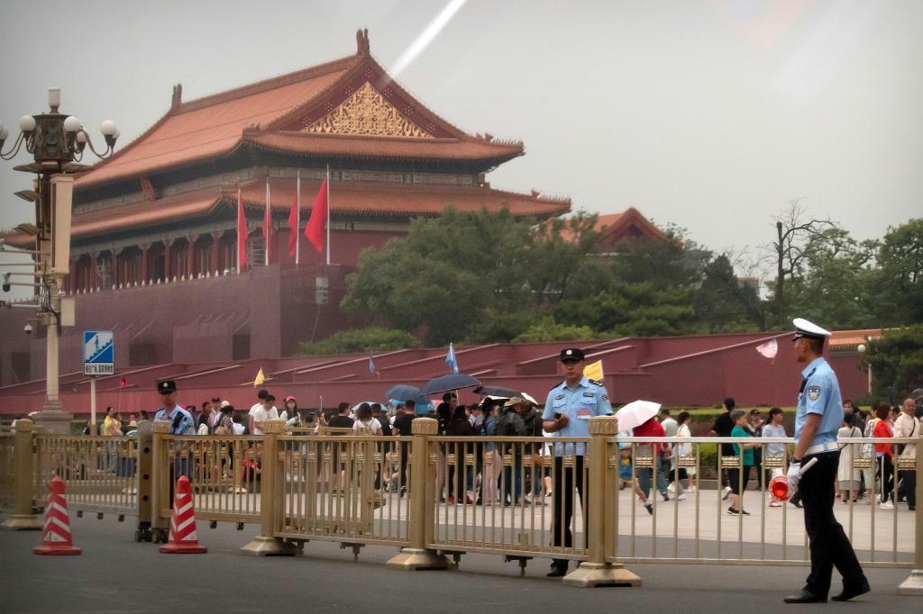 戒厳部隊の武力制圧から30年を迎えた4日の北京・天安門前(AP)