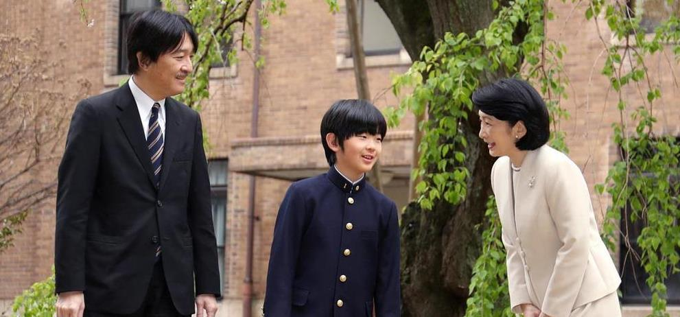 秋篠宮ご夫妻と悠仁さま=東京都文京区(代表撮影)