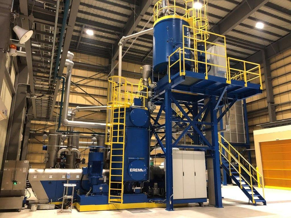 サントリーが協栄産業と開発した、ペット樹脂再生設備。2018年8月に稼働開始した(サントリー提供)