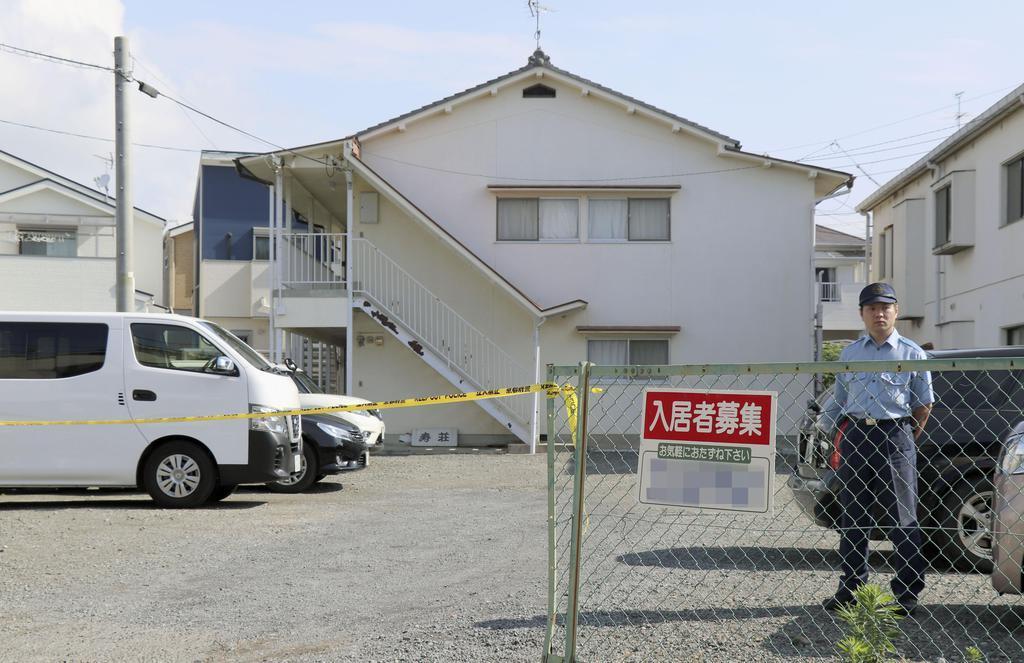女性の遺体が見つかったアパート駐車場=12日、京都府向日市(画像の一部を加工しています)