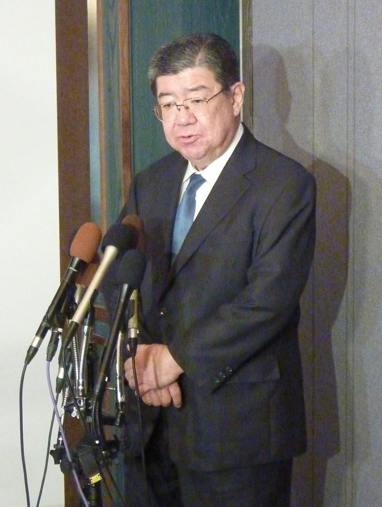 記者会見する渋谷和久政策調整統括官=11日、ワシントン(共同)