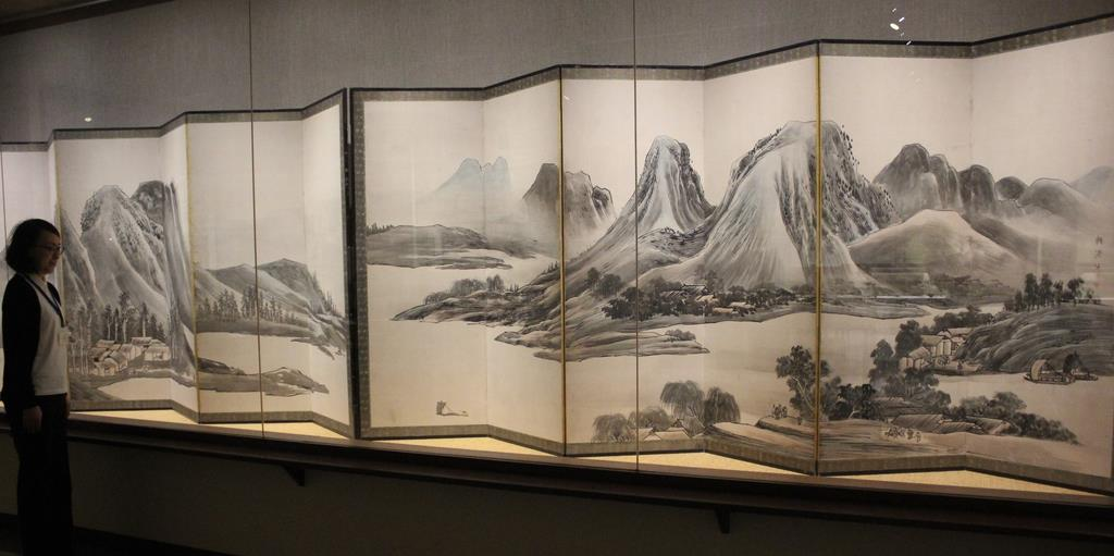与謝蕪村の「青緑山水図屏風」=奈良市の寧楽美術館