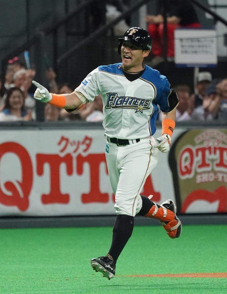 楽天戦で左右両打席本塁打を放った日本ハムの杉谷=5月23日、札幌ドーム(野口隆史撮影)