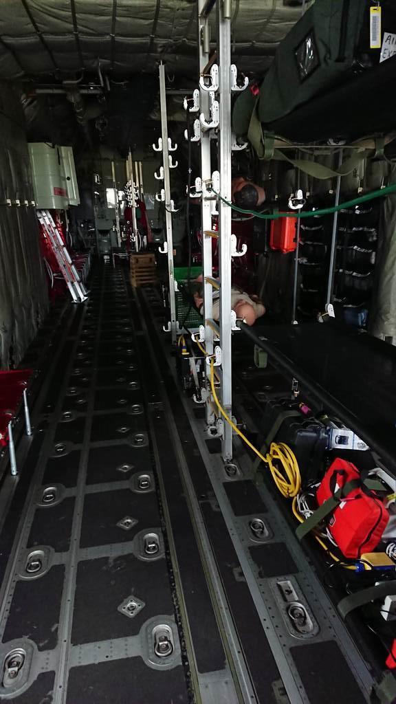米軍横田基地(東京都福生市など)に配備されている輸送機C130Jの機内(4月22日)