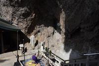岩肌に浮かぶ夏至観音像 小豆島霊場