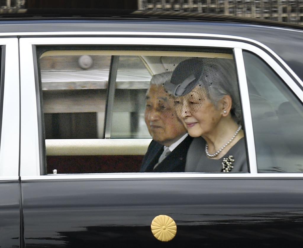 孝明天皇陵参拝のため、泉涌寺に到着された上皇ご夫妻=12日午前、京都市(代表撮影)