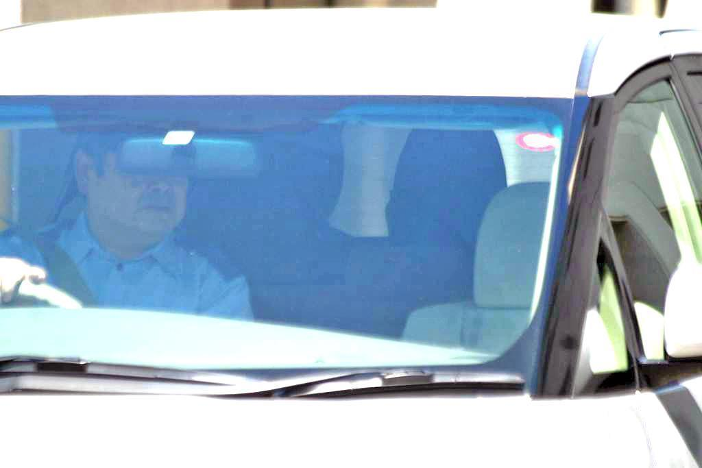 山形県東根市の女医殺しで殺人と住居侵入容疑で送検される山形大学生、加藤紘貴容疑者=13日午後1時55分過ぎ、山形県警村山署(柏崎幸三撮影)