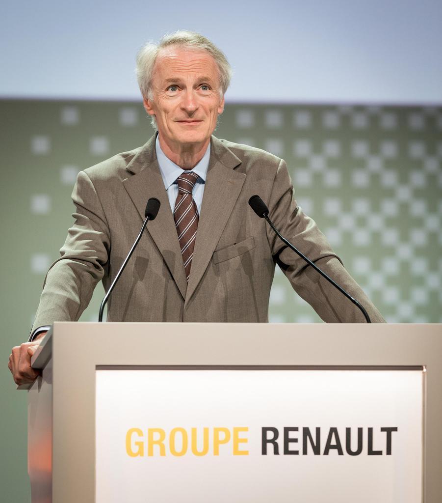 12日、パリで開かれたルノーの株主総会で登壇したジャンドミニク・スナール会長(OLIVIER MARTIN-GAMBIER撮影、ルノー提供・共同)