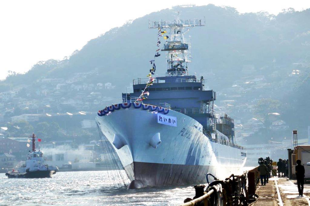石垣島に配備が見込まれる海保最大級のヘリコプター搭載型巡視船と同型の「れいめい」(海上保安庁提供)