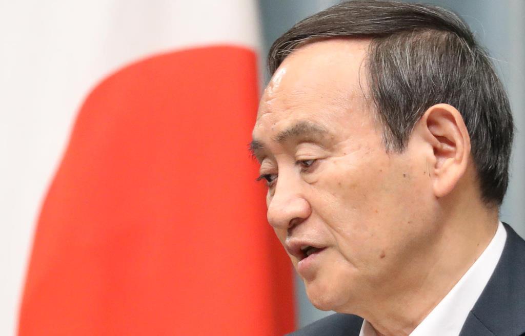 内閣不信任案決議案は「解散の大義になる」とする菅義偉官房長官(春名中撮影)