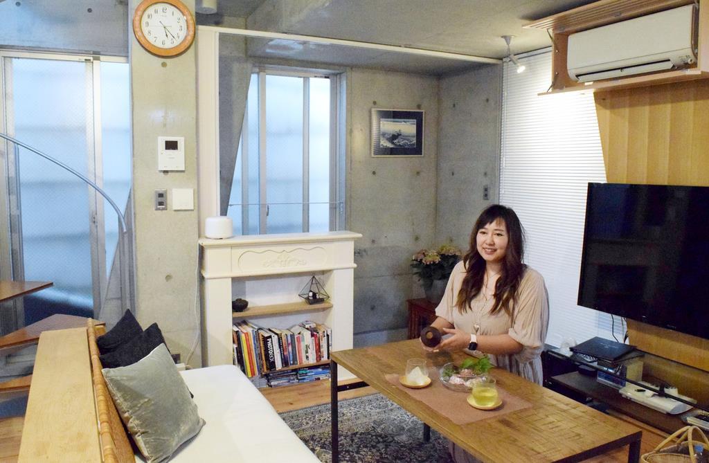 渋谷区で民泊利用者のおもてなしを続ける島崎夢さん=14日、渋谷区(吉沢智美撮影)