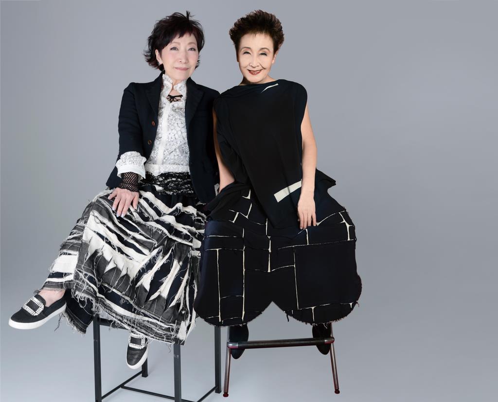 初共演する加藤登紀子さん(右)と森山良子さん(高崎音楽祭事務局提供)