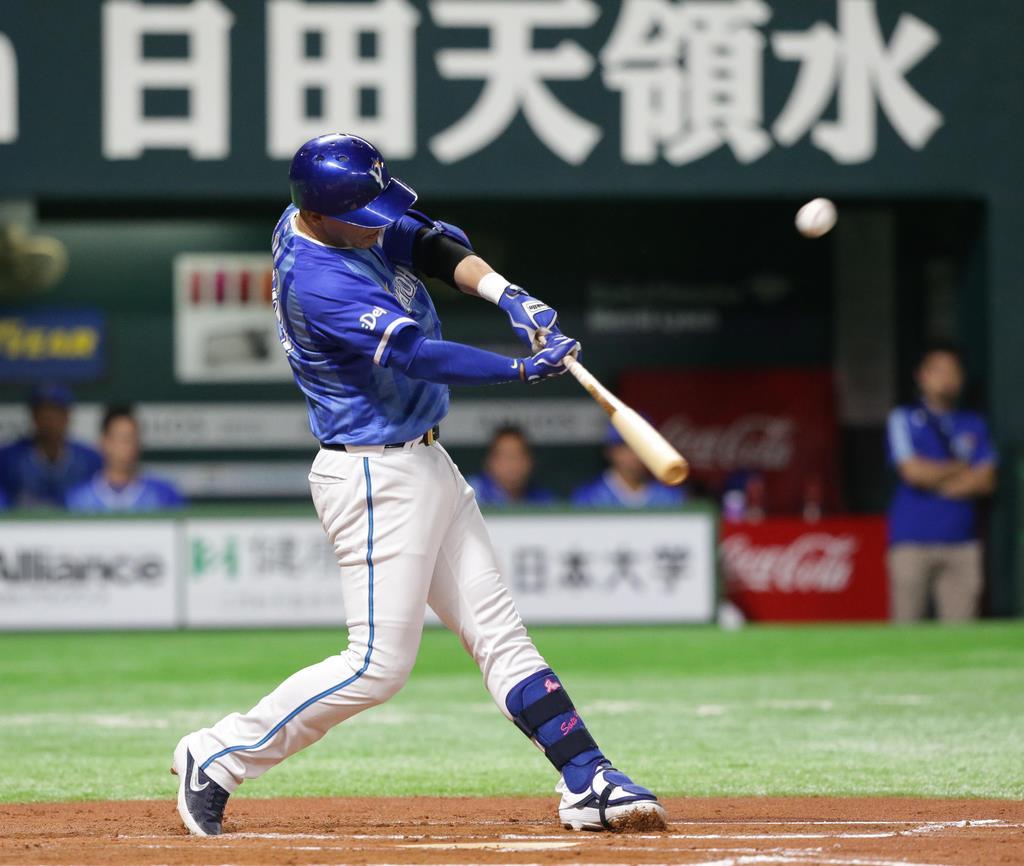 【プロ野球交流戦ソフトバンク対DeNA】 6回、DeNA・ソトが本塁打を放つ =ヤフオクドーム(村本聡撮影)